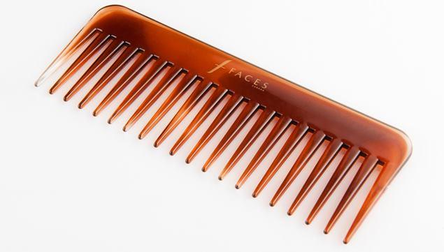 Tip-Menguruskan-Rambut-Kerinting-sikat
