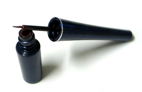 tip-mekap-mata-tahan-lama-liquid-eyeliner