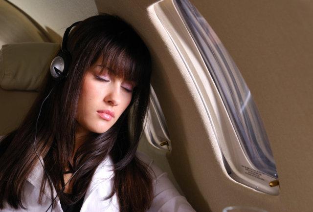 tip-tidur-dalam-penerbangan