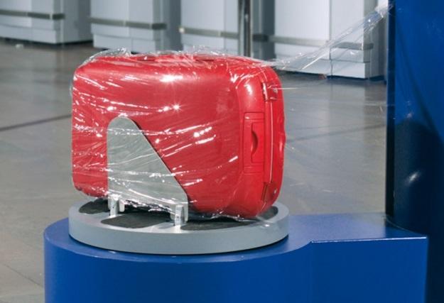bagport08b_wrapping_luggage2