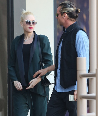 Pregnant Gwen Stefani & Family Out For Lunch And Ice Cream