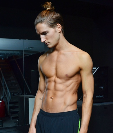 Oliver Proudlock shows off his body