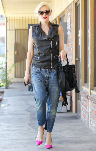 Gwen Stefani goes to Jensun Acupuncture Clinic in Los Angeles