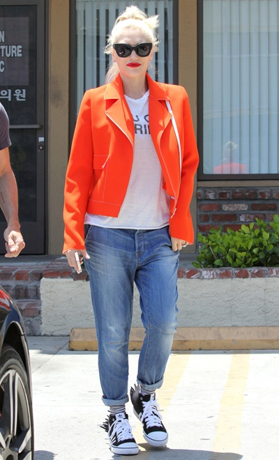 Gwen Stefani goes to Jesun Acupuncture Clinic in Los Angeles