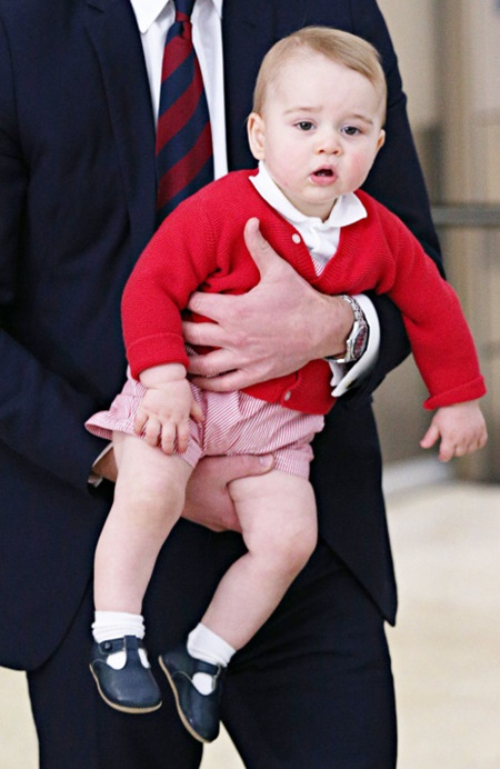 25.APRIL.2014 - BLUE MOUNTAINS - AUSTRALIA *STRICTLY NOT AVAILABLE FOR DAILY MAIL ONLINE* ** STRICTLY ONLY AVAILABLE FOR USE IN UK, JAPAN, SOUTH AMERICA, ITALY, POLAND, ASIA, EASTERN EUROPE, RUSSIA & CIS AND HUNGARY ** PRINCE WILLIAM, THE DUKE OF CAMBRIDGE AND CATHERINE, THE DUCHESS OF CAMBRIDGE WITH THEIR SON PRINCE GEORGE SAY FAREWELL TO AUSTRALIA. THE ROYAL FAMILY BOARDED THEIR RAAF PLANE AT CANBERRA AIRPORT ON THE FINAL DAY OF THEIR TOUR OF AUSTRALIA AND NEW ZEALAND. BYLINE MUST READ: XPOSUREPHOTOS.COM ***UK CLIENTS - PICTURES CONTAINING CHILDREN PLEASE PIXELATE FACE PRIOR TO PUBLICATION *** *UK CLIENTS MUST CALL PRIOR TO TV OR ONLINE USAGE PLEASE TELEPHONE 0208 344 2007*