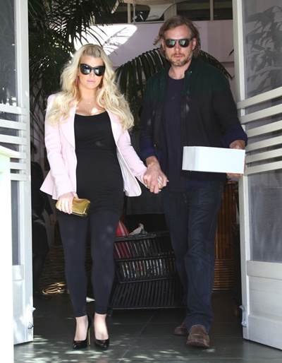 51015061 Pregnant singer Jessica Simpson leaving The Ivy with her fiance Eric Johnson in Los Angeles, California on February 14, 2013. FameFlynet, Inc - Beverly Hills, CA, USA - +1 (818) 307-4813