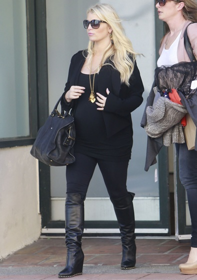 Exclusive... 51020111 Pregnant Jessica Simpson and her assistant leaving The Camuto Group offices in Westwood, California on February 21, 2013. Jessica announced that she will name her unborn son Ace. FameFlynet, Inc - Beverly Hills, CA, USA - +1 (818) 307-4813
