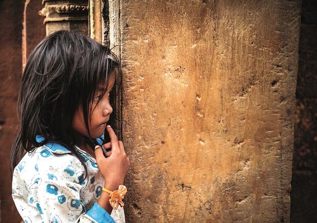 Little-beggar-at-Ankor-Wat-Cambodia