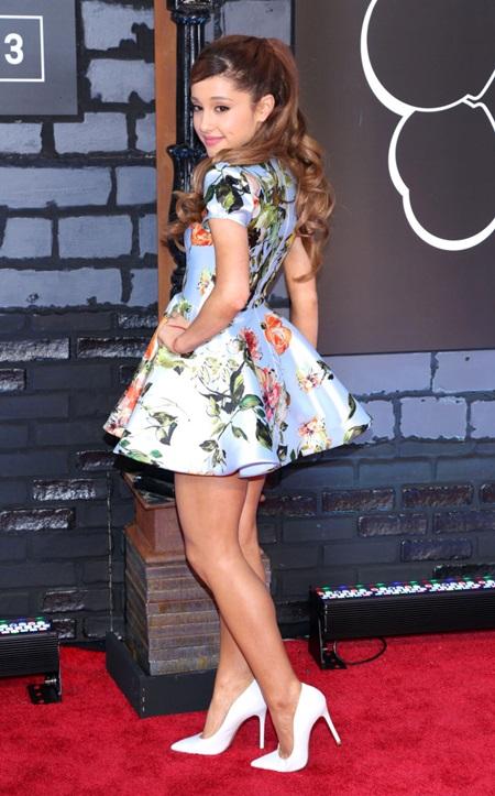 New York City, NY. USA. Ariana Grande at the 2013 MTV Video Music Awards, at Barclays Center, Brooklyn, NY. August 25, 2013. Ref: LMK340-45072-270813 Nick Davis/Landmark Media WWW.LMKMEDIA.COM