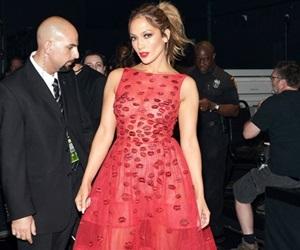 Gaya Penuh Jennifer Lopez di AMA