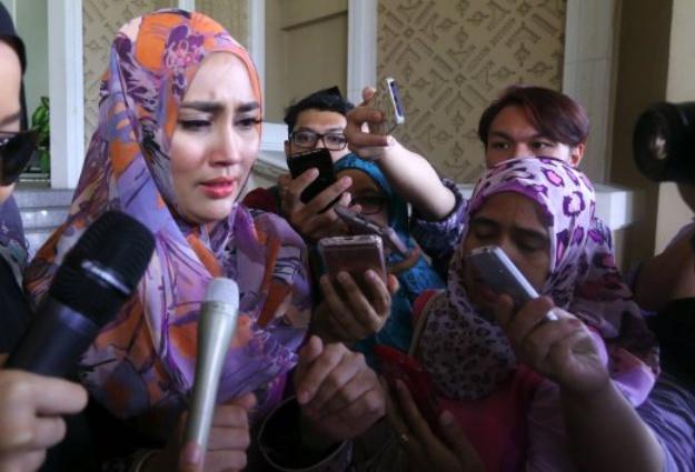 Image result for fasha sandha menangis
