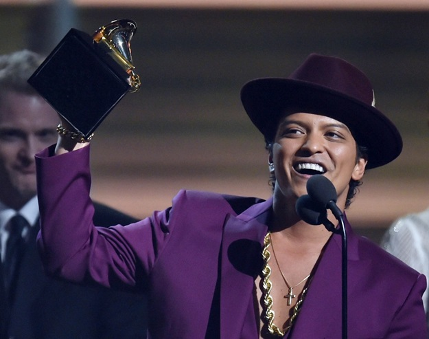 Feb 15, 2016; Los Angeles, CA, USA; Bruno Mars accepts Record of the Year for Uptown Funk during the 58th Grammy Awards at the Staples Center. Mandatory Credit: Robert Hanashiro-USA TODAY NETWORK *** Please Use Credit from Credit Field ***