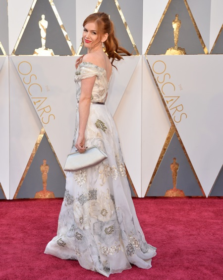 Isla Fisher arrives at the 88th Academy Awards
