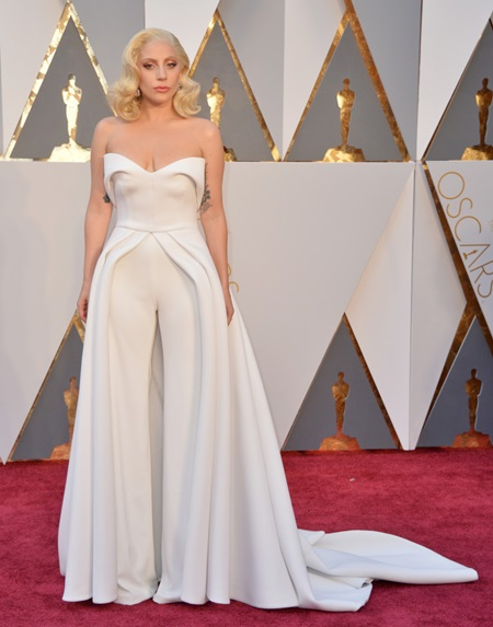 Lady Gaga arrives at the 88th Academy Awards