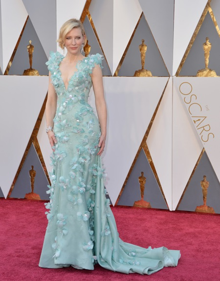 Cate Blanchett arrives at the 88th Academy Awards