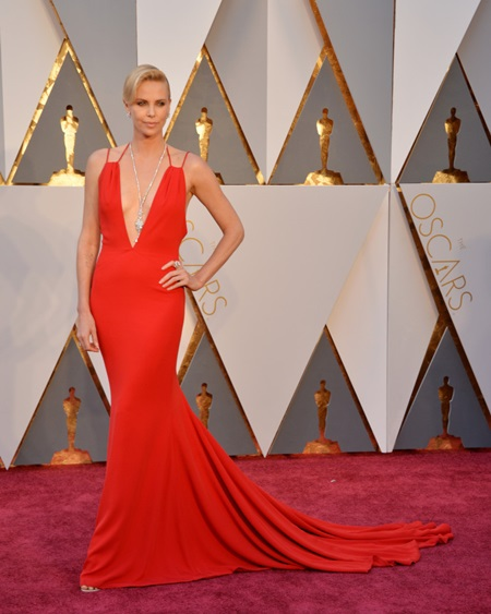 Charlize Theron arrives at the 88th Academy Awards