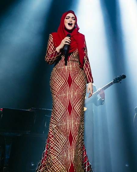 Image result for sitinurhaliza baju merah