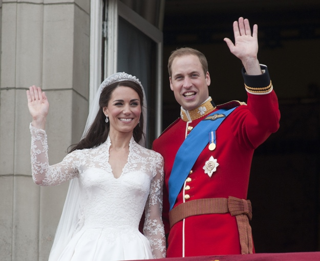 Royal Wedding Of Prince William Of Wales To Catherine Middleton ( Kate Middleton ) On 29th April 2011: The Duke And Duchess Of Cambridge On The Balcony At Buckingham Palace Following Their Wedding At Westminster Abbey. Picture David Parker 29.04.11 N