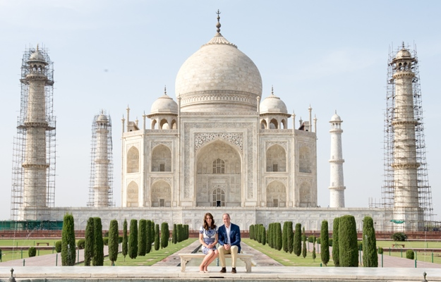 Catherine, Duchess of Cambridge, wearing a Naeem Khan dress and Prince William, Duke of Cambridge visit the Taj Mahal in Agra, India Featuring: Catherine, Duchess of Cambridge, Kate Middleton, Prince William, Duke of Cambridge Where: Agra, India When: 16 Apr 2016 Credit: WENN.com **Not available for publication in France**