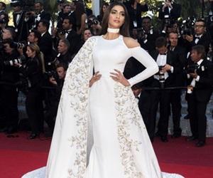 Aktres Bollywood Di Hamparan Merah Cannes Film Festival 2016
