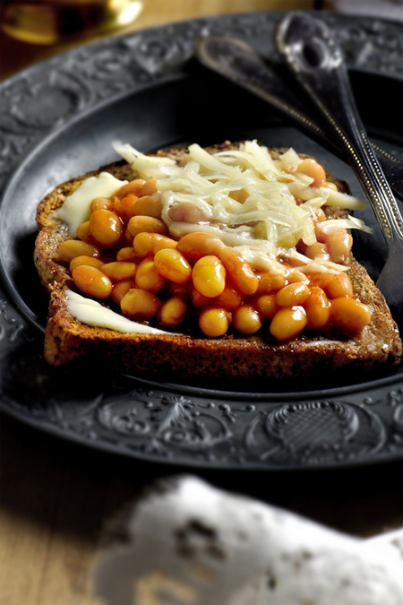 bread with baked beans and cheese