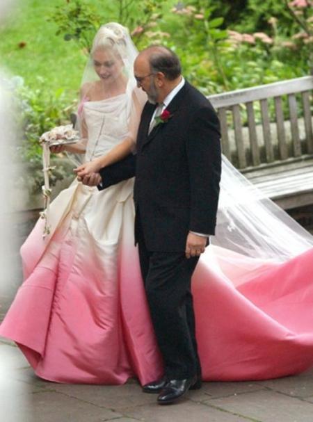 Gwen-Stefani-Wedding-Dress-4