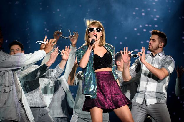 Oct. 2, 2015 - Toronto, Ontario, Canada - American country singer/songwriter TAYLOR SWIFT brought her '1989 World Tour' to sold out Rogers Centre in Toronto. (Credit Image: © Igor Vidyashev via ZUMA Wire)