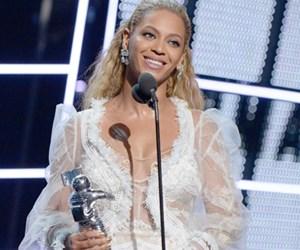 Beyonce Bolot 6 Trofi di MTV VMA 2016