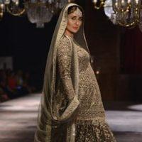 Kareena Kapoor Tunjuk Baby Bump Di Pentas Peragaan Lakme Fashion Week