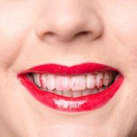 7 Trik Elak Gincu Dari Terkena Gigi
