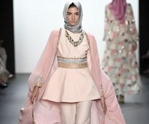 Koleksi Fesyen Dengan Gaya Hijab Pertama Di New York Fashion Week 2016