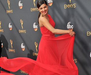 Emmy Awards 2016 : Best Dressed Barisan Selebriti Hollywood