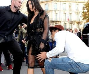 Kim Kardashian 'Disondol' Oleh Peminat Fanatik