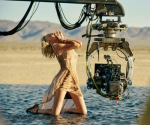 Charlize Theron Tampil Seksi Mewah Dalam Filem Baru J'Adore