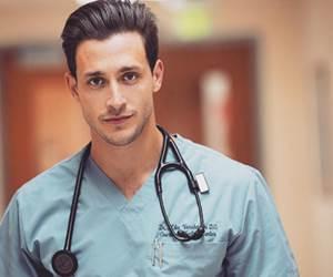 10 Doktor Paling Sado dan Kacak Di Dunia