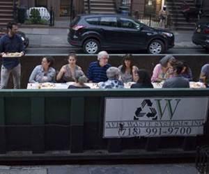 Restoran Ini Hidangkan Meja Makan Pelanggan Di Dalam Kontena Sampah