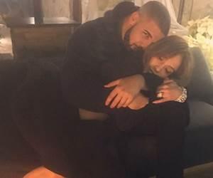 Drake Bercinta Dengan Jennifer Lopez Pula. Rihanna Unfollow Di Instagram