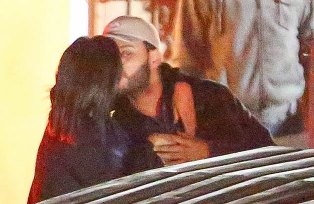 selena-gomez-the-weeknd-kiss-cuddle-new-photos-05