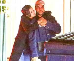 Selena Gomez Bermesra Dengan Abel (The Weeknd) Selepas Makan Malam Romantis