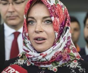 Lindsay Lohan Kini Memeluk Islam?