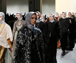 """Model Untuk Koleksi Fesyen Muslimah Rekaan Anniesa Hasibuan Adalah """"Pendatang"""""""