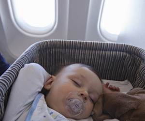 10 Tip Terbang Bersama Bayi Yang Anda Patut Tahu