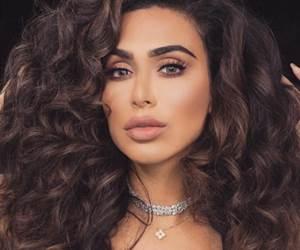5 Blogger Kecantikan Muslim Mesti Follow Di Instagram