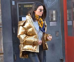 10 Gaya Jalanan Kendall Jenner Paling Best
