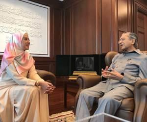 Nur Fathia Dikecam Teruk Oleh Netizen Menerusi FB Live Bersama Tun Mahathir