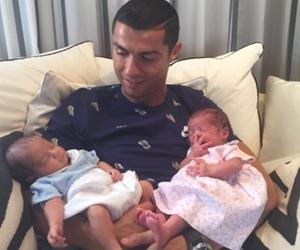 Cristiano Ronaldo Sambut Anak Kembar, Nantikan Kelahiran Bayi Ke-3 Hujung Tahun Ini