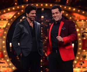 Shah Rukh Khan Hadiahkan Sebuah Kereta Mewah Kepada Salman Khan
