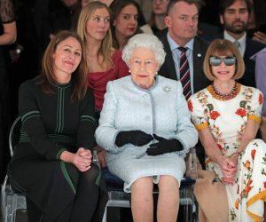 Buat Pertama Kali Ratu Elizabeth II Tampil Di London Fashion Week