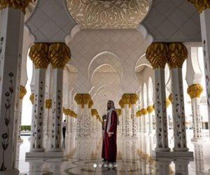 Dua Lipa Berhijab Ketika Melawat Sebuah Masjid Di Abu Dhabi, Peminat Minta Peluk Islam