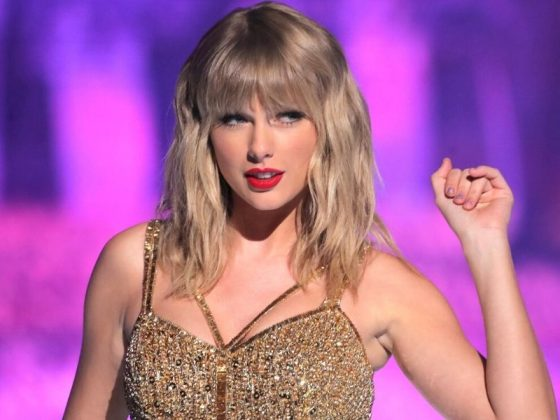 Taylor Swift Disaman Taman Tema Kerana Evermore